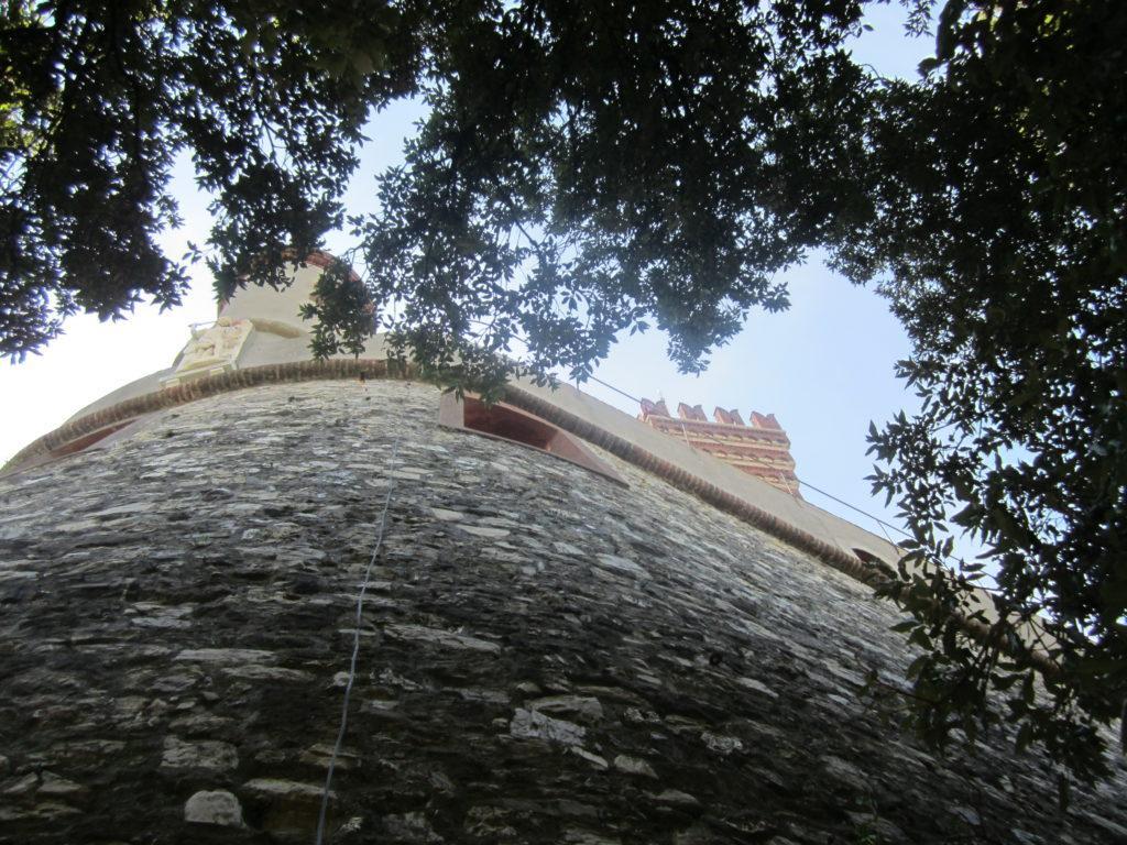 Вид на Castello D'Albertis.