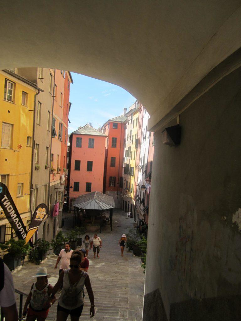 Улица Бальби (Via Balbi). Piazza dei Truogoli di S. Brigida