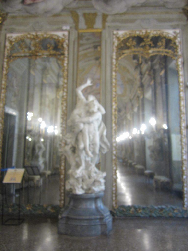 В Зеркальном зале Palazzo Reale