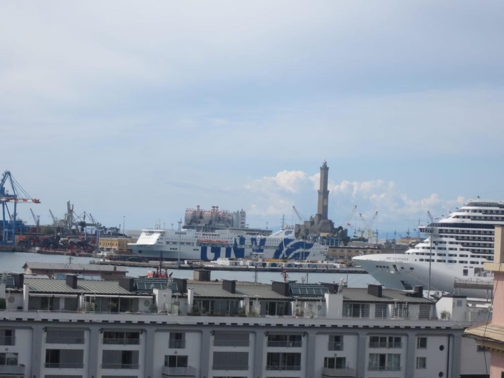 Вид из Palazzo Reale на порт Генуи.