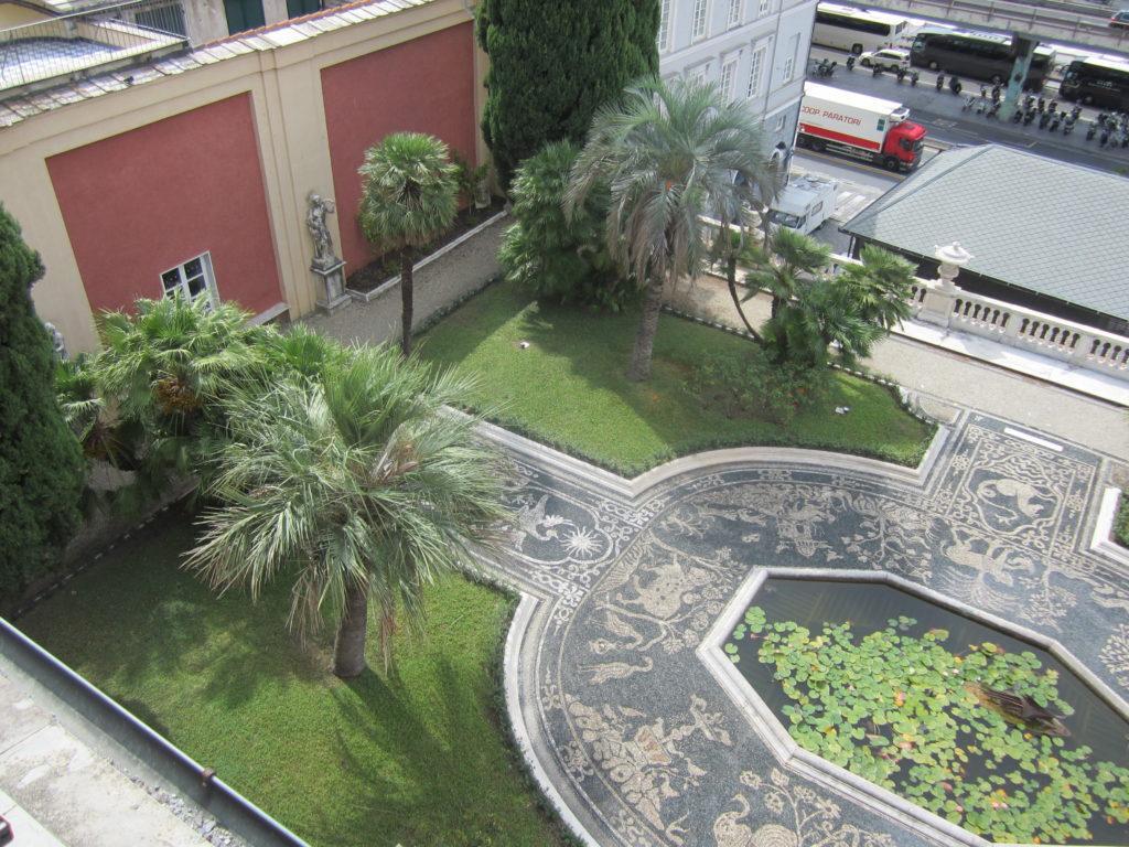 Вид на висячие сады Palazzo Reale.