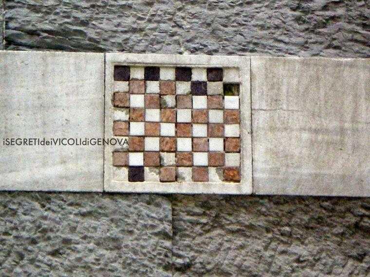 Шахматная доска на соборе Сан- Лоренцо
