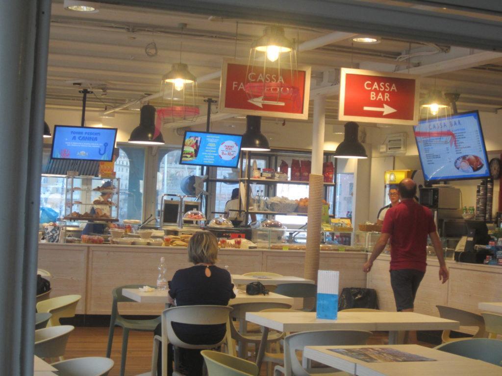 В кафе Acquario di Genova