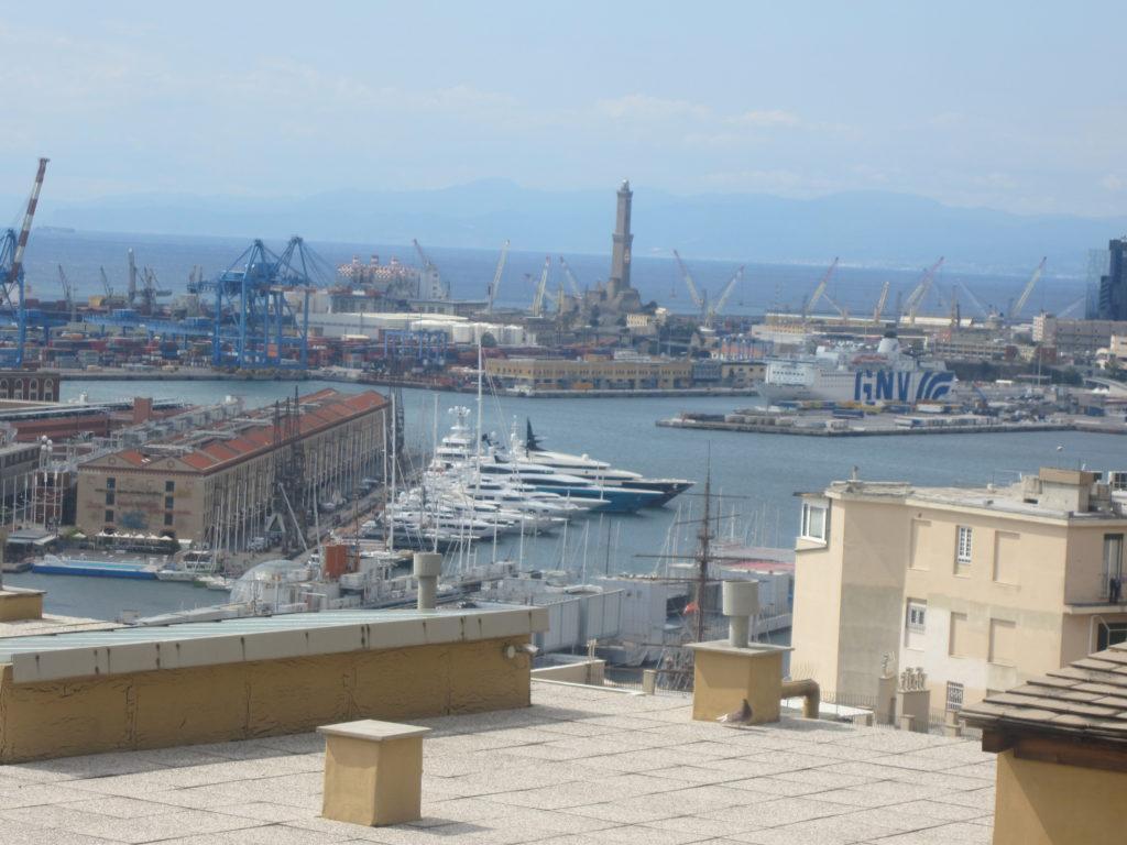 Вид на Геную с площадки Castelletto