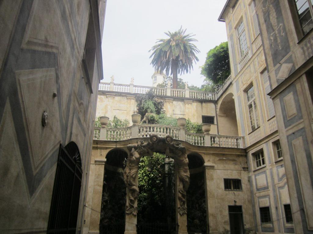На знаменитой Виа Гарибальди. Генуя