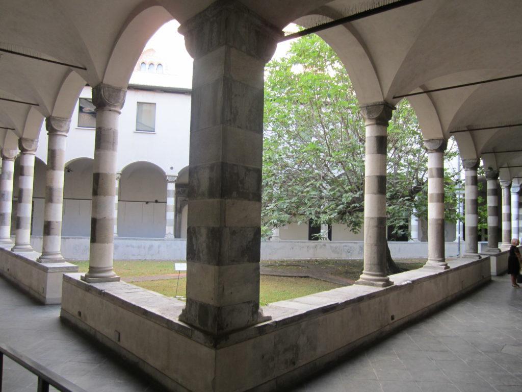 Клуатр церкви св. Августина (Sant'Agostino). Генуя