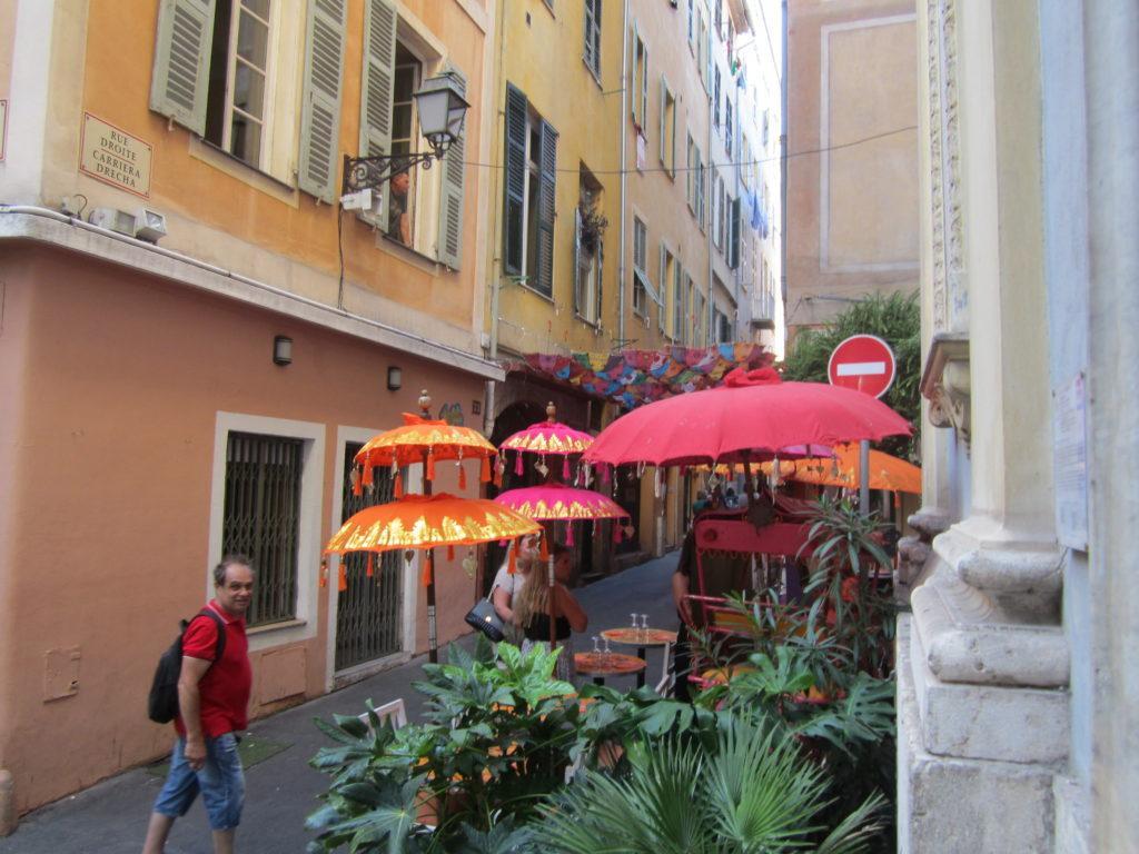 На улицах Старого города в Ницце