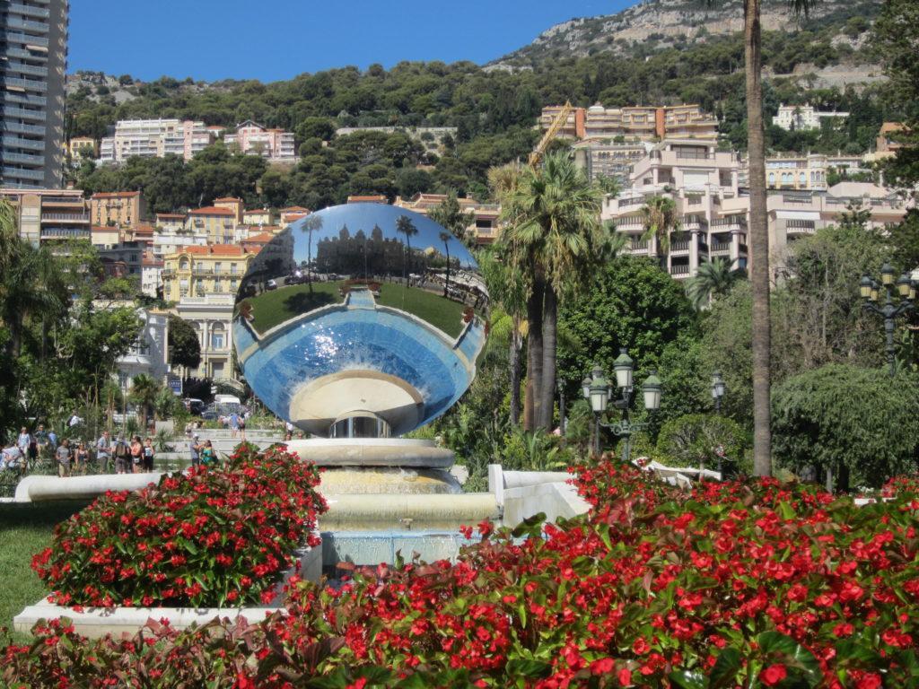 Монако. Фонтан - Сфера