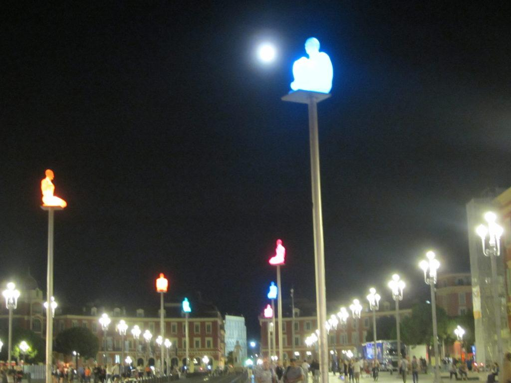Площадь Массена вечером.