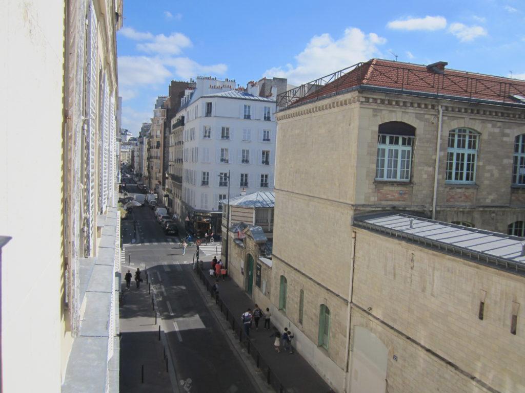 Вид из номера Family Residence. Париж