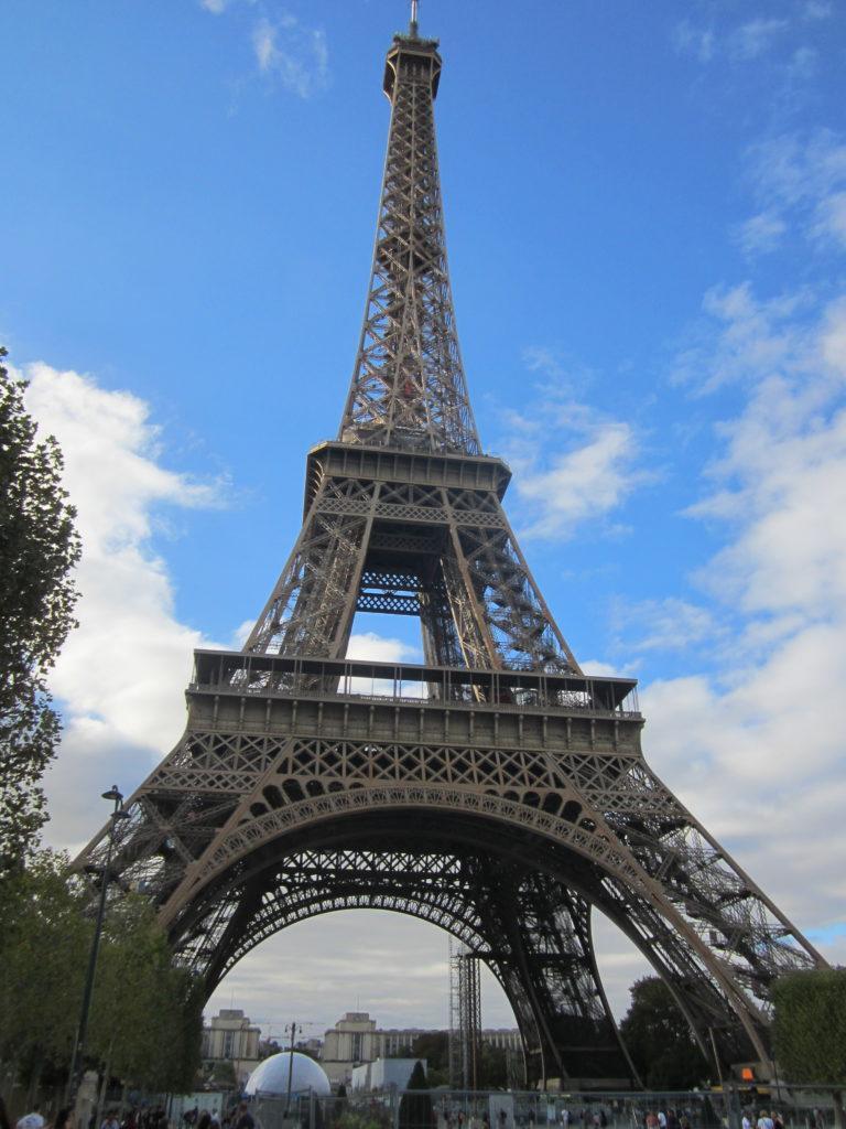 Очередь на подъем на Эйфелевую башню