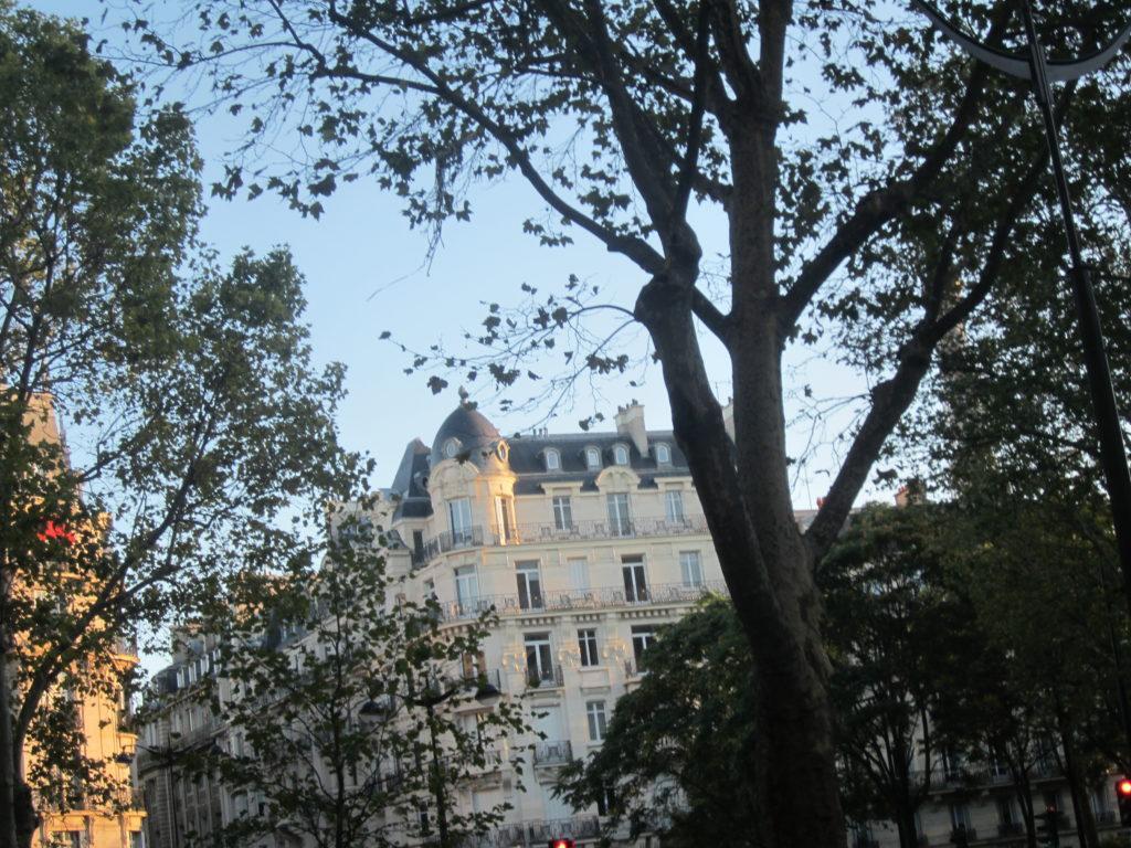 По улицам Парижа