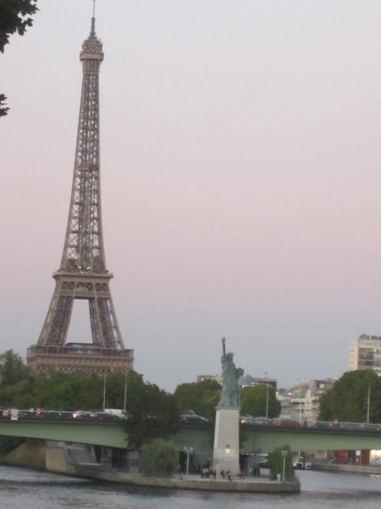 Эйфелева башня. Статуя Свободы. Париж