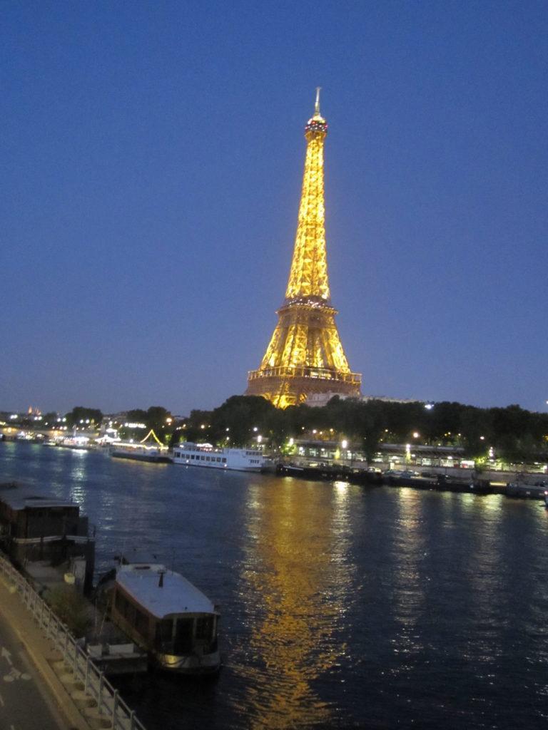 Париж, недалеко от моста Бир-Хакейм