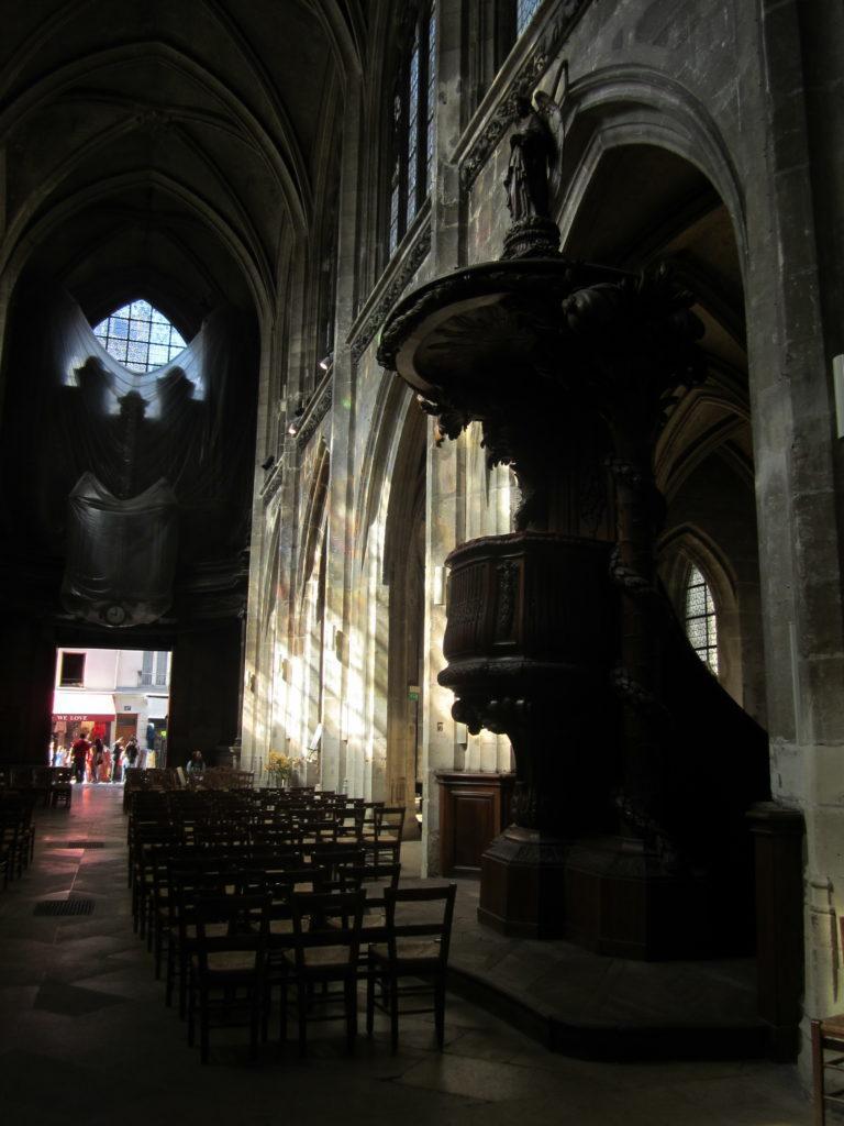 В Церкви Сен-Мерри (Église Saint-Merri)