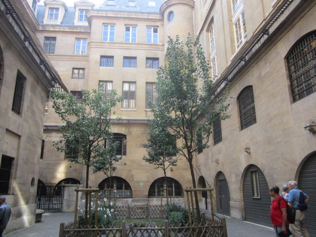 Внутренний двор Консьержери (La Conciergerie)