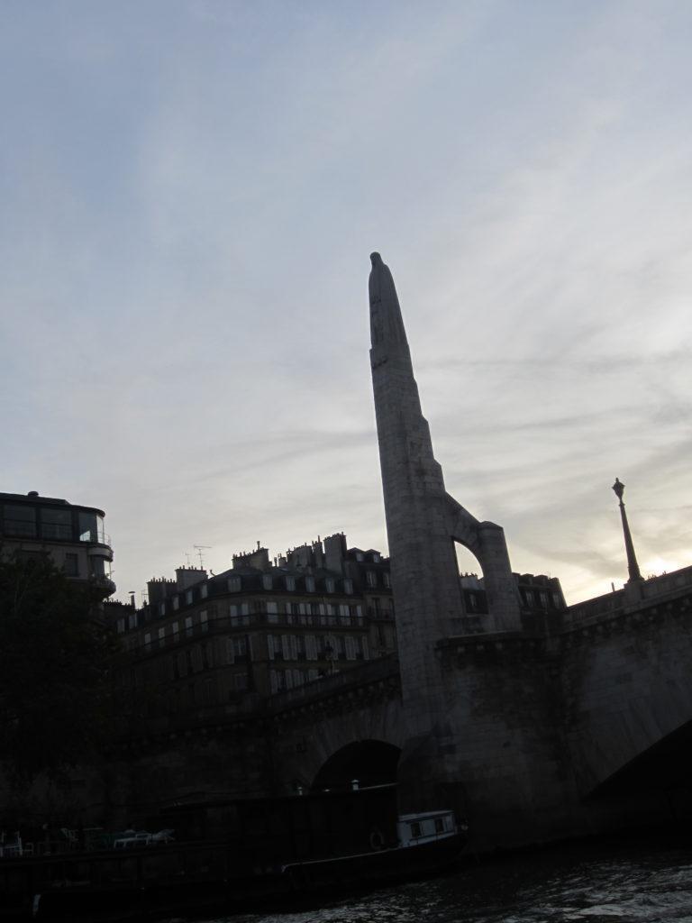 Париж. Статуя Св. Женевьевы