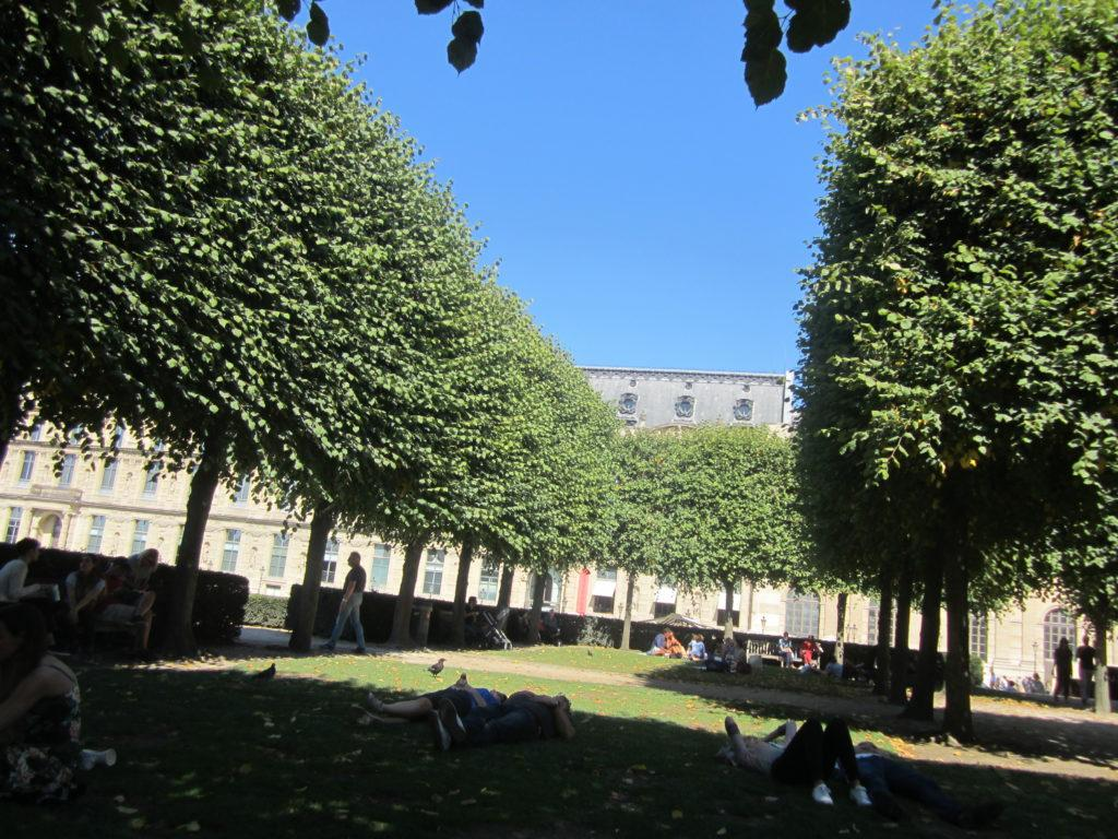 После музея Лувр