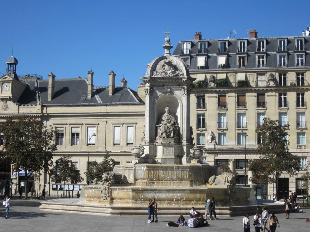 Фонтан 4 Епископов. Париж