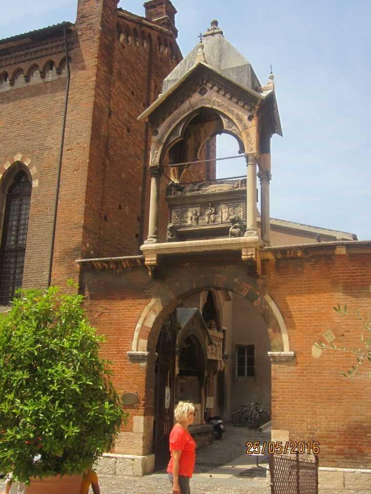 Церковь Санта Анастасия (Sant'Anastasia)