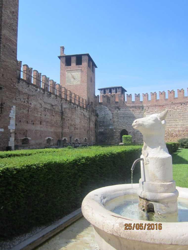Замок Кастельвеккио (Castelvecchio)