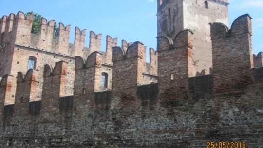 Верона. Италия. В Замок Кастельвеккио (Castelvecchio).