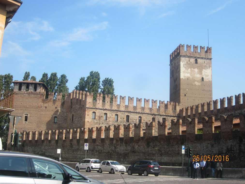 В Замок Кастельвеккио (Castelvecchio)