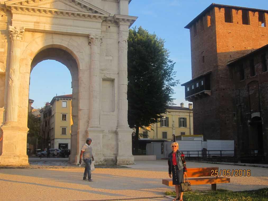 Верона. Arco dei Gavi