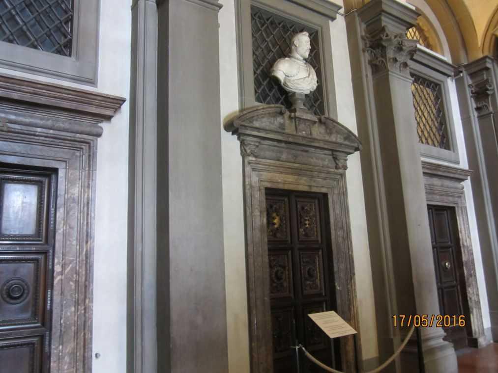 Центральная лестница Галереи