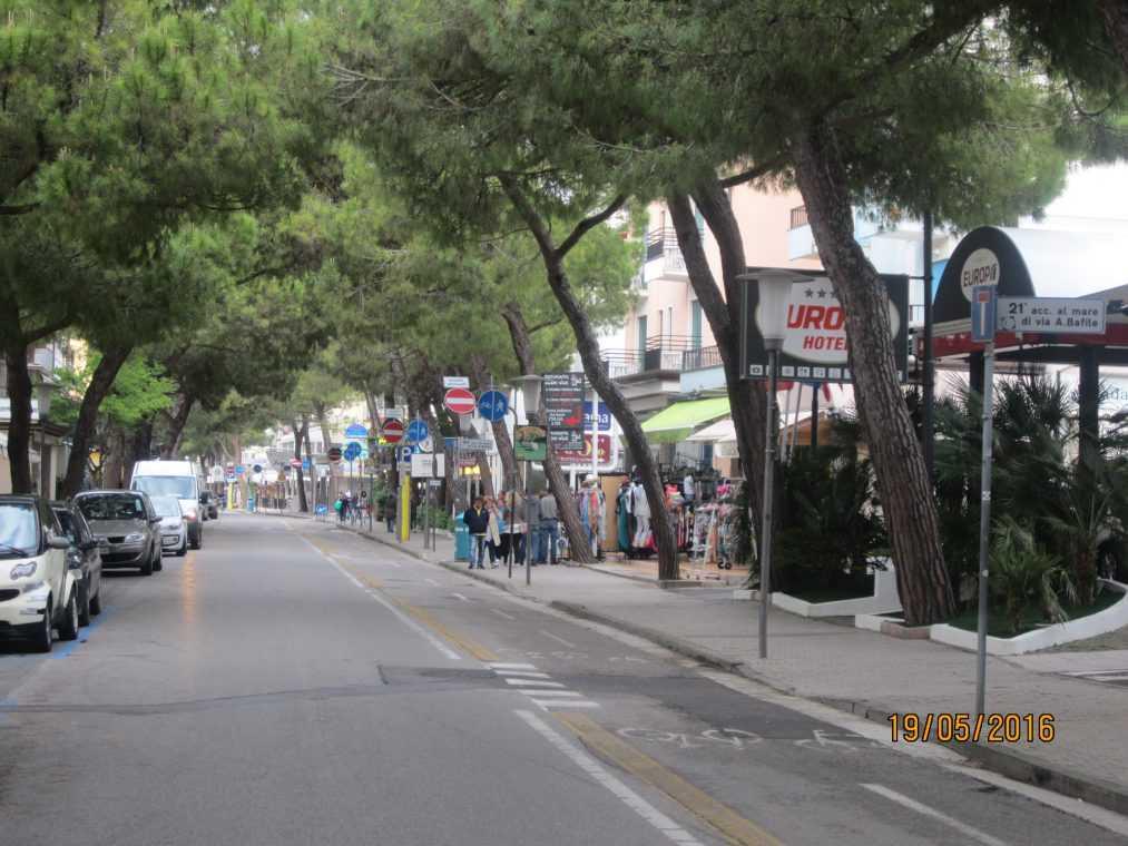Via Bafile на Лидо-ди-Езоло