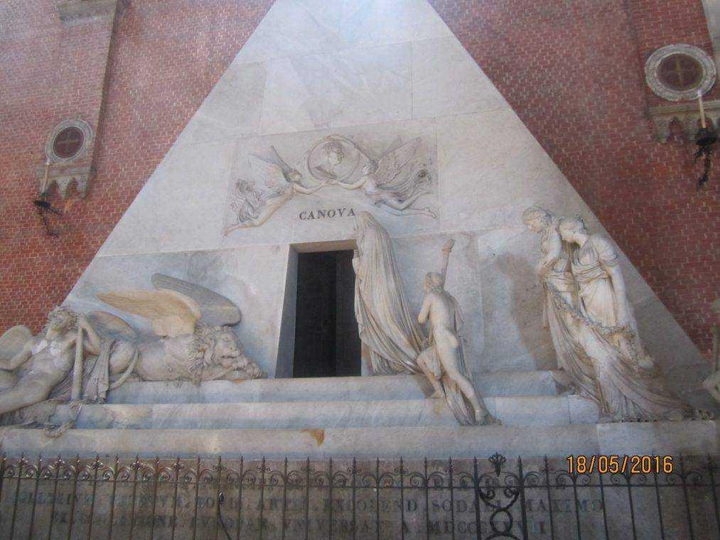 Собор Санта-Мария Глориоза деи Фрари. Надгробие Кановы