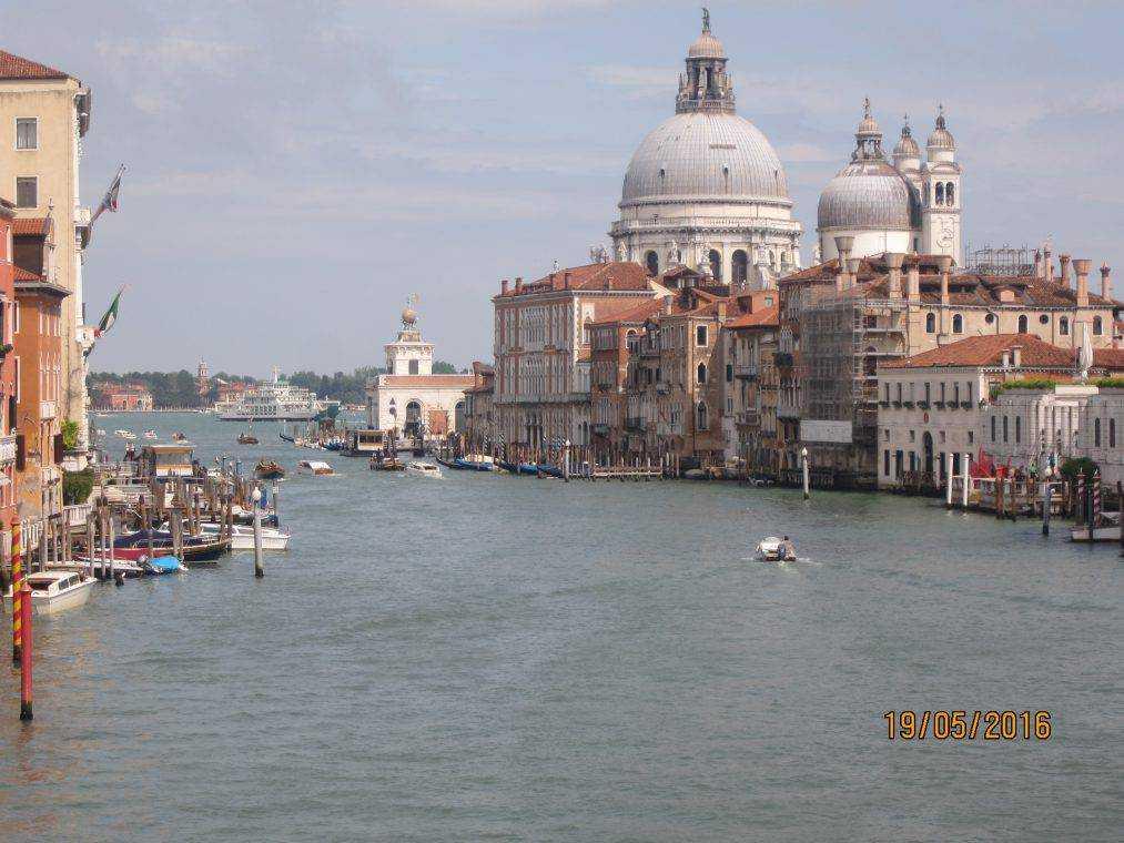 Вид с моста Академии