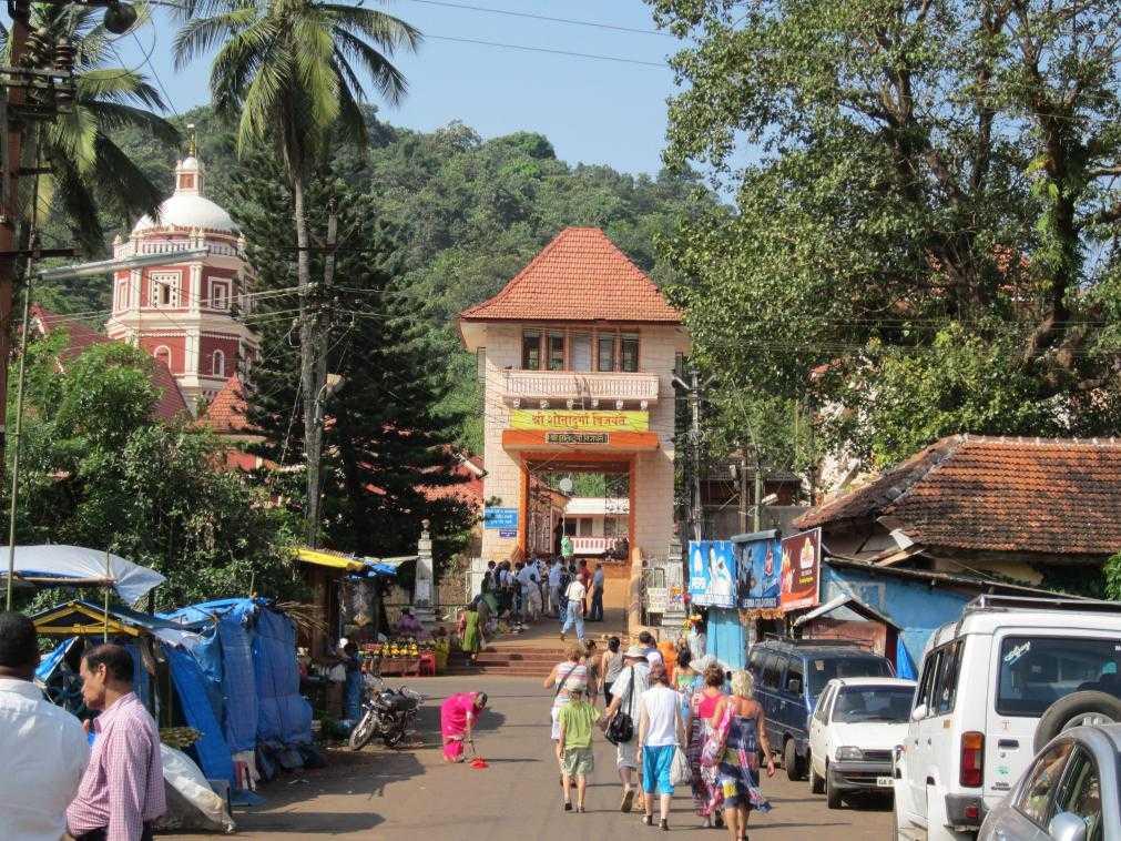 Вход в Шри ШантаДурга Саунстхан