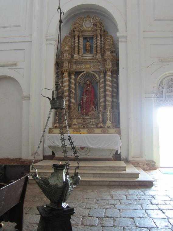 Собор Св. Екатерины (Гоа). Алтарь Богоматери трех неизбежностей или Мадонны трех желаний