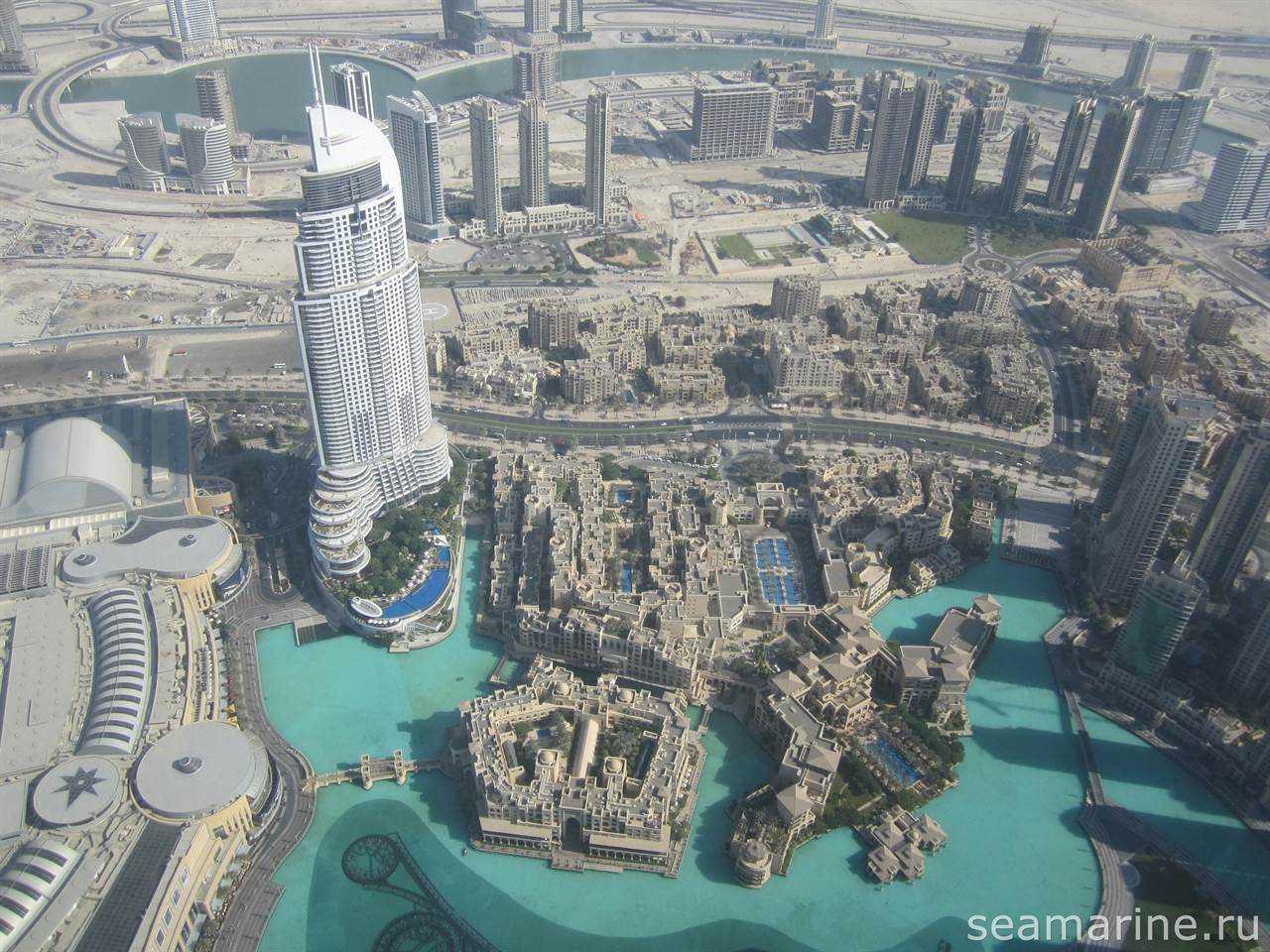 Вид на Дубай Молл и поющие фонтаны