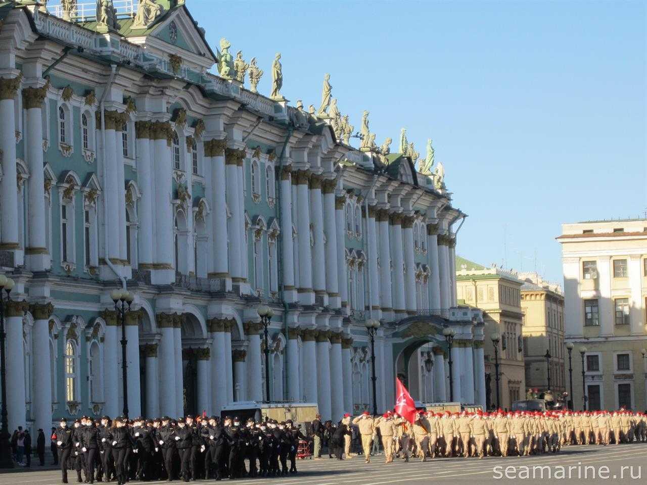 Санкт-Петербург. Дворцовая площадь. Подготовка к параду 9 мая